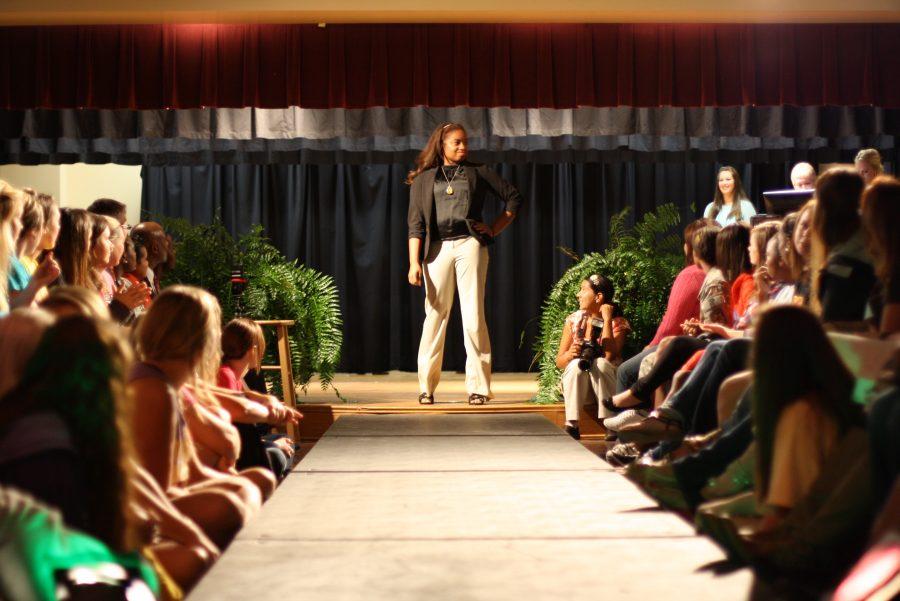 Models+strut+runway+at+style+show