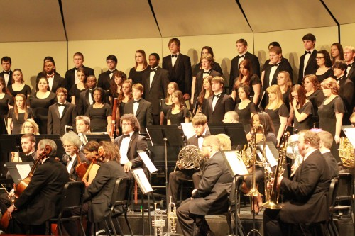 ULM choir and orchestra share the stage