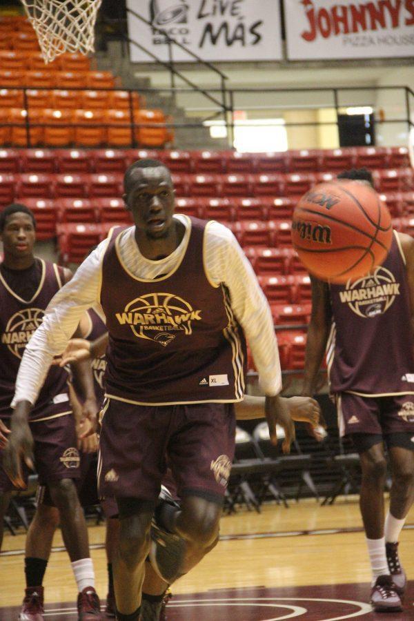 Deng dunks from  Australia to Monroe