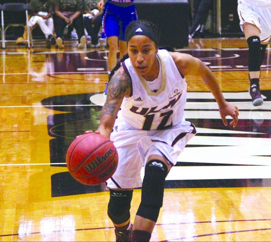 Women's basketball wins over Wildcats in season opener