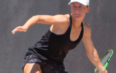 Tennis sweeps senior day