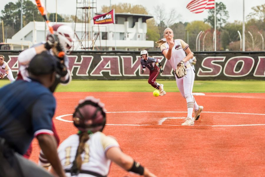 Softball conquered by Trojans