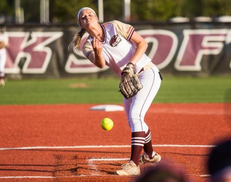 Softball: Women lose both games in series against GSU