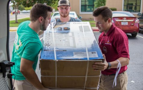 Move In Mania: Warhawks flock to campus