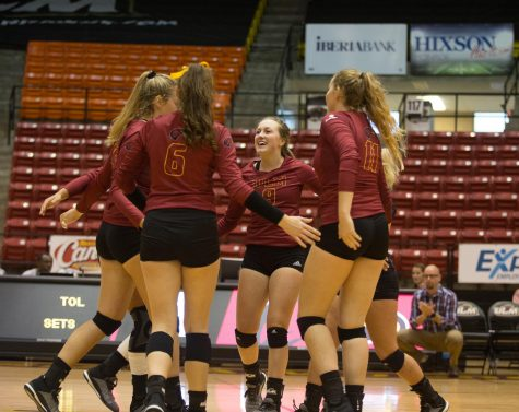 Volleyball splits pair of road games