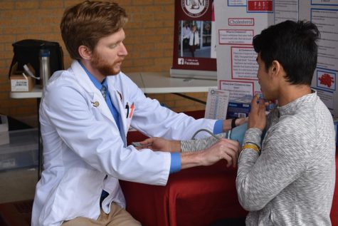 Pharmacy students fight flu on campus