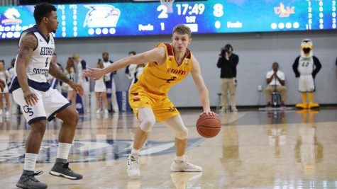 Men's basketball comes up short on road