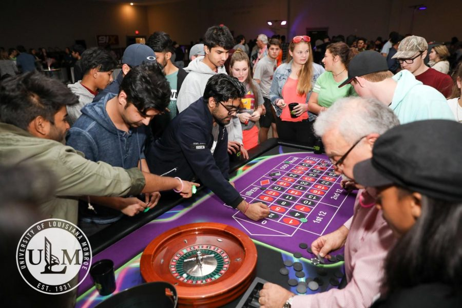 Students+try+their+luck+at+Casino+Night