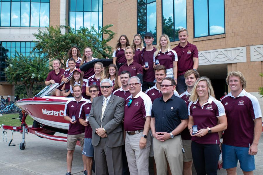 Team+receives+boat+prior+to+national+championship