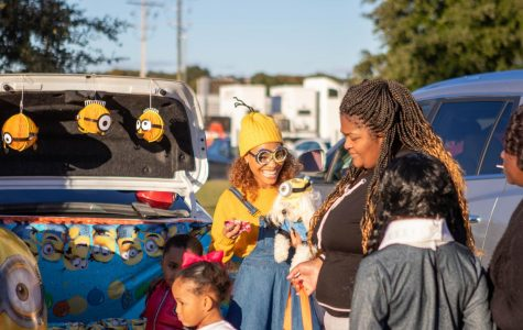 Trunk or Treat  gives sweets for all