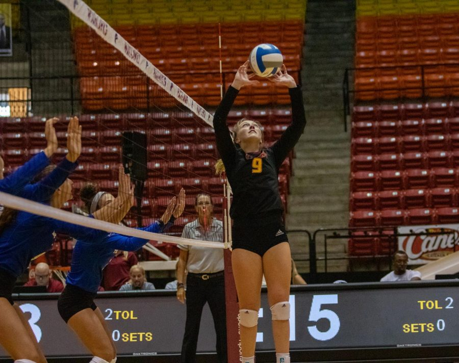 Volleyball splits  pair of home games